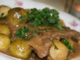 Hovězí plátky s kapustou a hořčicí recept