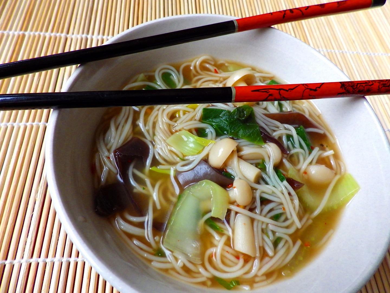 Houbová asijská polévka recept