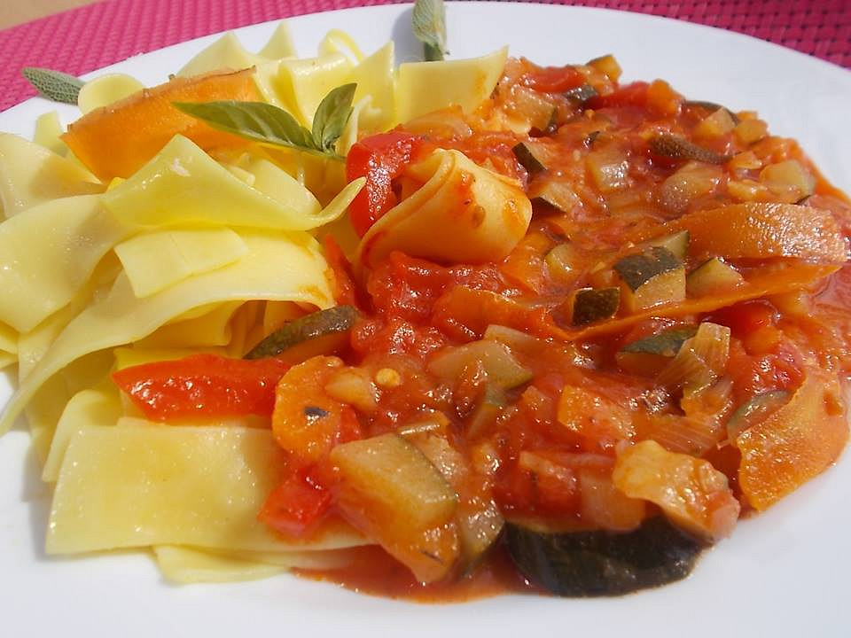 Cuketovo  rajčatová směs se zelím a bylinkami recept  TopRecepty ...