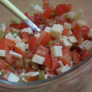 Rajčatový salát s olivami a kozím sýrem recept