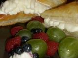 Listové trojúhelníčky s krémem a ovocem recept