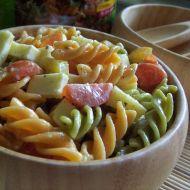 Salát z těstovin, zeleniny a sýra recept