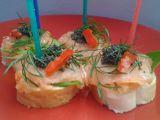 Jednohubky s lososem a kaviárem recept