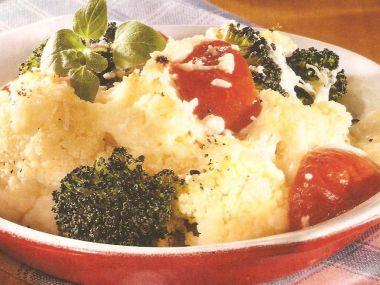 Zapečený květák s brokolicí a sýrem