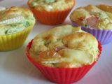 Slané muffiny s rukolou a šunkou recept