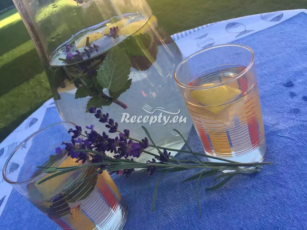 Levandulová limonáda recept  míchané nápoje