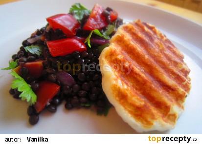 Salát z čočky beluga, rajčat a sýra halloumi recept