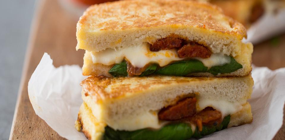 Mozzarellové sendviče s chorizem
