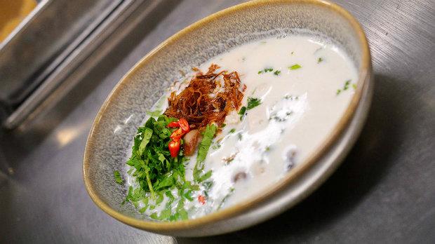 Polévka Gaeng Tom Kha Gai