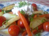 Teplý zeleninový salát se sýrem recept