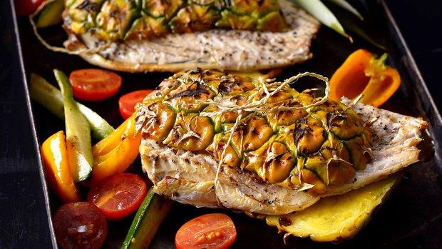 Ryba grilovaná v ananasu