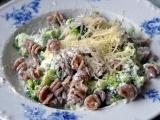 Těstoviny s medovým tvarohem a brokolicí recept