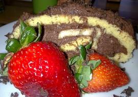 Piškotová roláda s mandlovo  čokoládovo banánovou náplní ...