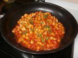 Cizrna v rajčatové omáčce s kuřecím masem recept