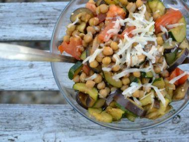 Grilovaný salát s cizrnou