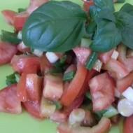 Rajčatový salát s jarní cibulkou recept