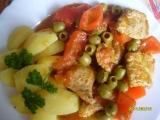 Krůtí kousky na rajčatech, olivách a kapii recept