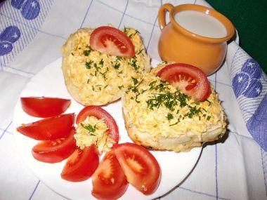 Epesní sýrová pomazánka s mrkví a okurkami