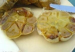 Pečený česnek