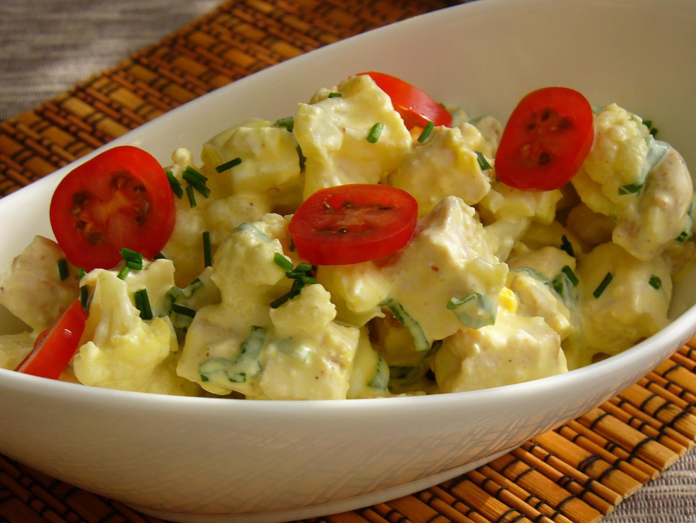 Květákový salát s vejci a kuřecím masem recept