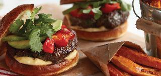 Hovězí burgery a batátové hranolky