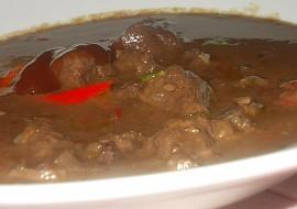 Jelení guláš s červenou kapií a šípkovou chutí recept