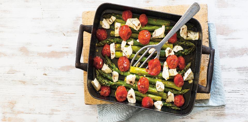 Pečený chřest s cherry rajčaty a salátovou lučinou