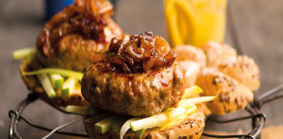 Vepřový burger s karamelizovanou cibulkou