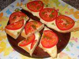 Česnekový chléb Caprese recept