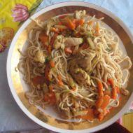 Čínské nudle s kuřecím, zeleninou a sezamem recept