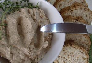 Jemná máslová pomazánka ze sardinek s bylinkami
