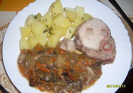 Krkovička na zelenině a houbách v pomalém hrnci recept ...