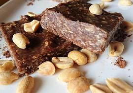 RAW arašídové kostky recept