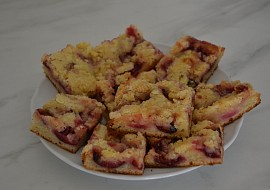 Švestkový koláč z droždí v prášku s drobenkou recept