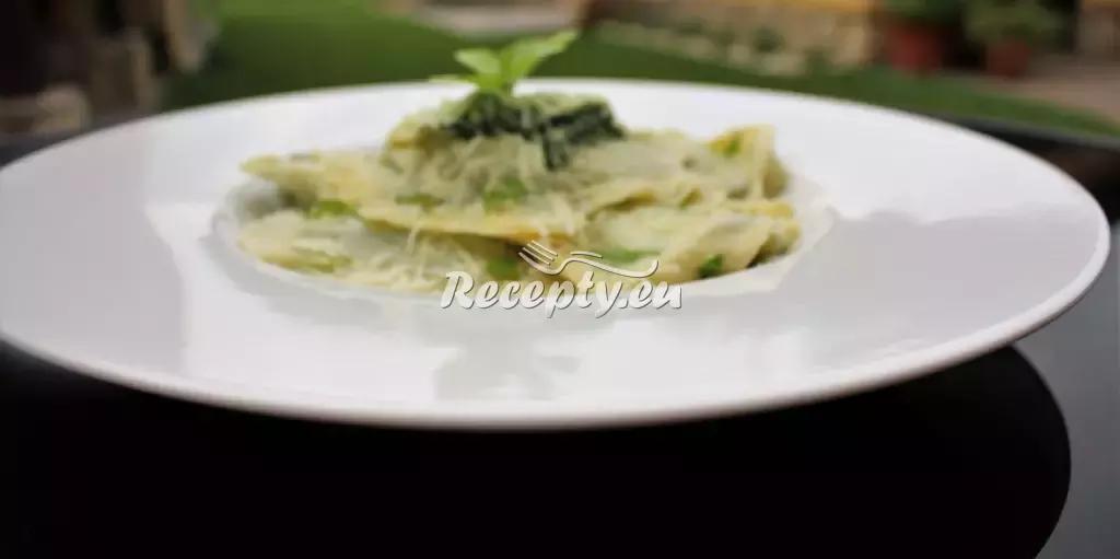 Taštičky plněné listovým špenátem recept  pečivo
