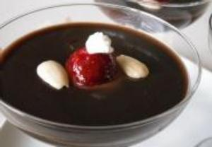 Čokoládový dezert s jahodami