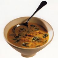 Kokosová polévka s bramborami a špenátem recept