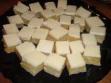 Linecké řezy s broskvemi recept