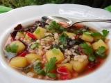 Polévka z červeného mangoldu s kroupami a bramborem recept ...
