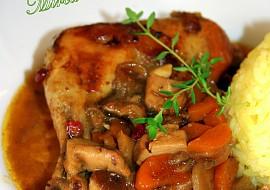 Kuře pečené se zeleninou,hříbky a brusinkami recept