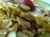 Pikantní zapečené brambory se zelím, klobásou a žirovnickým ...