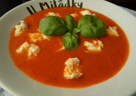 Rajčatová polévka s bazalkou a mozzarellou recept