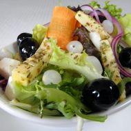 Domácí salát s marinovaným sýrem recept