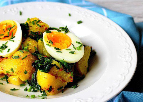 Bramborový salát s vejci a špenátem recept