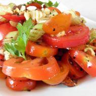 Rajčatovo-celerový salát s oříšky recept