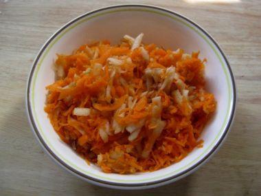 Salát mrkvový-s jablky a medem