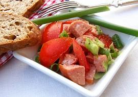 Rajčatový salát se salámem :-) recept