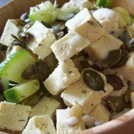 Salát s česnekovým tofu recept