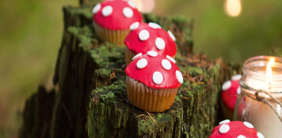 Muffiny ozdobené jako muchomůrky