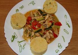 Kuřecí maso s cuketou a houbami recept